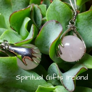 Rose Quartz Healing Hands Làmha Pendant Necklace